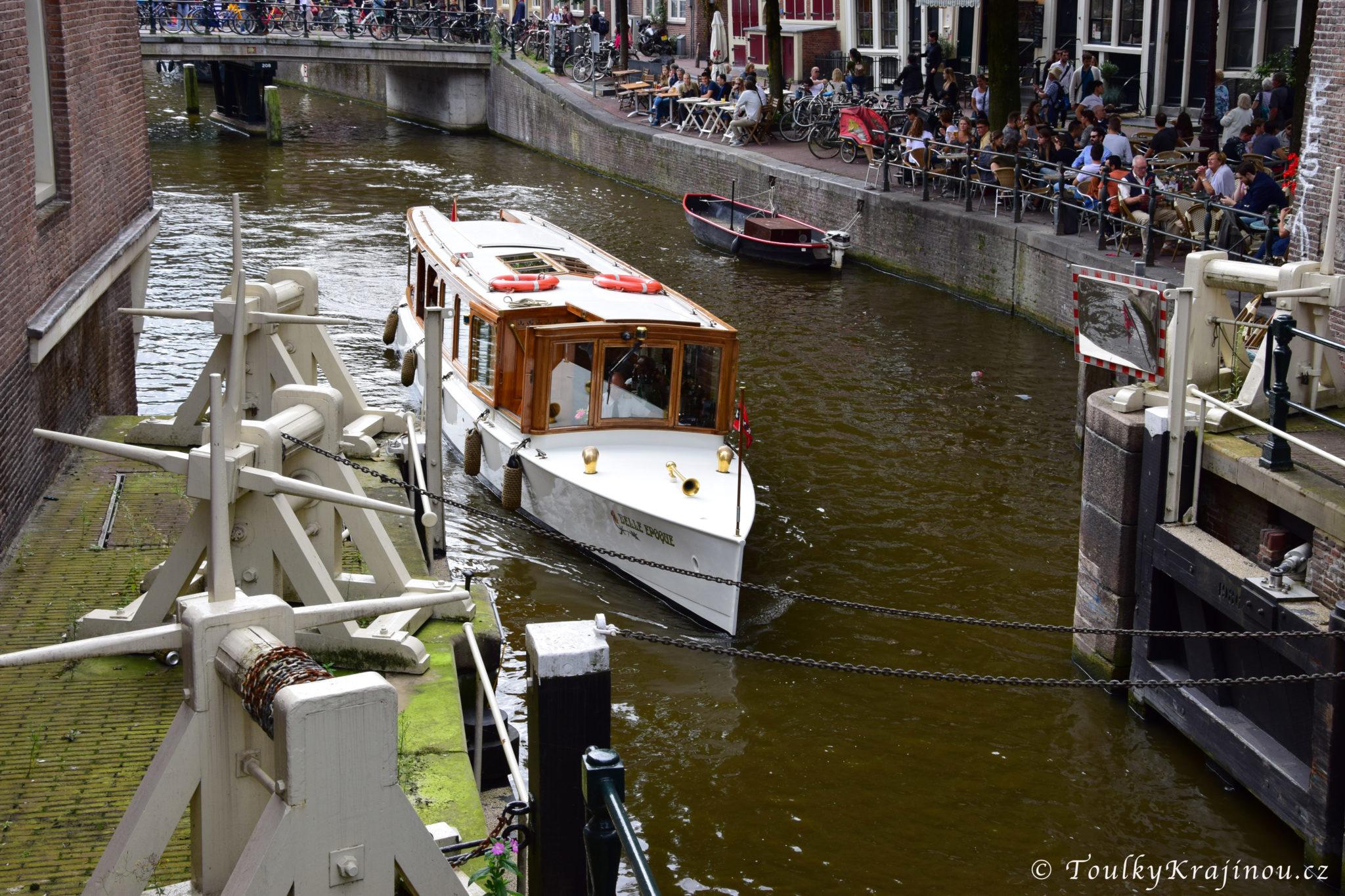 Přestupujeme v Amsterdamu