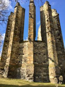 Nedostavěný chrám - pohled z parku