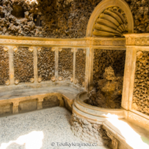 Uvnitř skal Grotta.